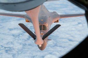 Hai máy bay ném bom chiến lược Mỹ bất ngờ tuần tra ở Biển Đông