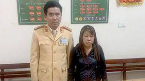 Mật phục bắt người phụ nữ giấu ma túy trong… áo ngực