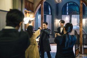 Quân vương bất diệt: Kim Go Eun bất ngờ chĩa súng vào Lee Min Ho