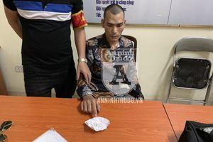 Lộ heroin tại chốt 141, người đàn ông 'dữ tướng' trở nên rụt rè kỳ lạ