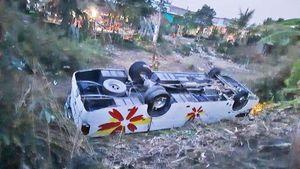 Lật xe khách, 7 người bị thương