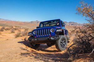 Jeep Wrangler mới bị lật trong bài thử nghiệm va chạm