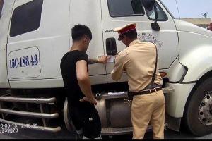 CSGT phát hiện lái xe container dương tính với ma túy trên cao tốc
