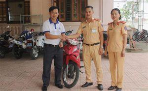 Người đàn ông bất ngờ nhận lại xe máy sau 13 năm mất cắp
