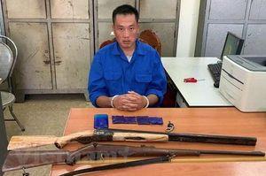 Sơn La: Bắt đối tượng tàng trữ trái phép chất ma túy cùng 2 khẩu súng