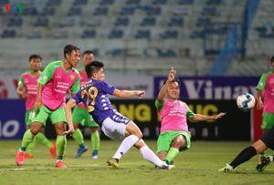 Người hâm mộ 'no nê' bóng đá Việt trong tháng 6