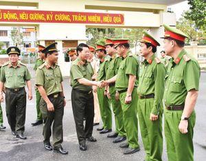 Thứ trưởng Bùi Văn Nam làm việc tại Công an tỉnh Bạc Liêu