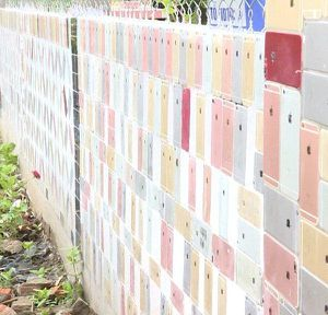Clip: Chiêm ngưỡng tường rào ốp bằng 2.000 vỏ điện thoại iPhone và chia sẻ bất ngờ của chủ nhân