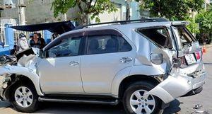 3 xe ô tô tông liên hoàn hư hỏng nặng