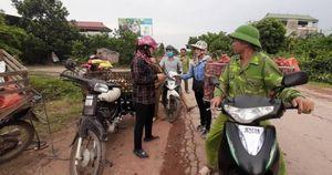 Cận cảnh người trồng vải Bắc Giang bị thương lái ép giá, trừ lùi cân