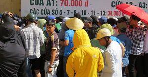 Người dân xứ Nghệ đội nắng mua vé trận Sông Lam Nghệ An – TP.Hồ Chí Minh