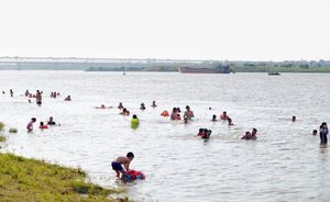 Nguy hiểm… từ các bãi tắm, bể bơi tự phát