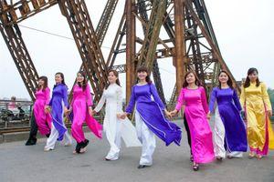 Áo dài: Chiều sâu văn hóa Việt