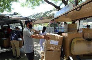 TTXVN tiếp tục hỗ trợ vật dụng bảo hộ y tế cho thành phố Đà Nẵng