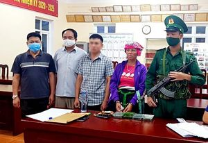 Bắt quả tang một phụ nữ Lào mang 4 bánh heroin vào Việt Nam