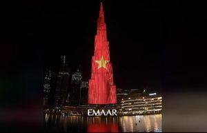 Quốc kỳ Việt Nam 'rực sáng' trên tòa tháp cao nhất thế giới ở Dubai
