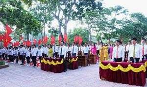 Hàng ngàn trường học tại Nghệ An - Hà Tĩnh tưng bừng khai giảng năm học mới
