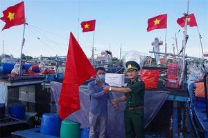 Chương trình 'Tổ quốc trong tim' tặng quà cho ngư dân tại Thừa Thiên Huế