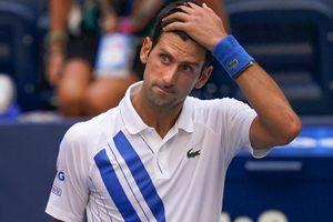 Xem pha đánh bóng trúng mặt trọng tài khiến Djokovic bị loại khỏi US Open 2020