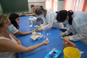 Tây Ban Nha: Phụ huynh không yên tâm đưa con tới trường trong mùa dịch