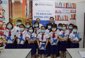 Shinhan Finance trao tặng 'Tủ sách của những ước mơ' cho Thư viện tỉnh Tiền Giang