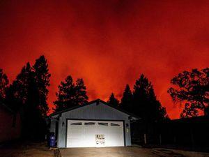 Nửa triệu người Mỹ phải sơ tán vì cháy rừng lan rộng