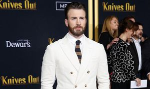 Netizen kêu gọi tôn trọng quyền riêng tư sau sự cố ảnh nhạy cảm của 'Captain' Chris Evans