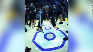Sàn đấu cuối cùng của huyền thoại Kobe Bryant có giá nửa triệu đô