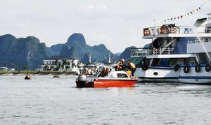 Thực tập phương án chữa cháy tàu du lịch trên Vịnh Hạ Long