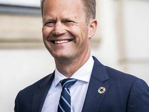 Ngoại trưởng Đan Mạch hối hận vì 'quan hệ' với bé gái 15 tuổi
