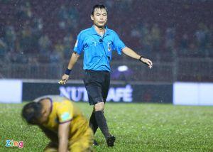 Cựu trọng tài FIFA Việt Nam rút khỏi mùa giải 2020
