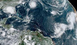 Cơn bão hồi sinh ngoài khơi Đại Tây Dương