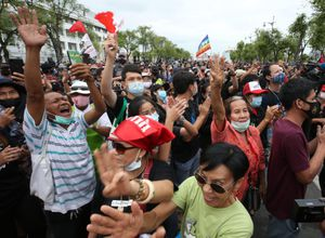 Hoàng gia Thái Lan với áp lực của người biểu tình