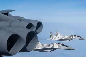Chiến đấu cơ Nga lao tới biên giới để đánh chặn máy bay ném bom Mỹ