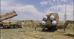 Azerbaijan dọa hủy diệt hết tên lửa phòng không S-300 của Armenia