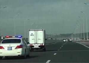 Xử phạt hai tài xế không nhường đường cho xe ưu tiên trên cao tốc