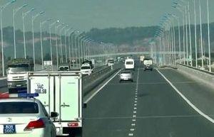 Không nhường đường cho xe ưu tiên trên cao tốc Hà Nội – Hải Phòng, hai tài xế bị phạt