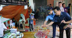 Vụ tai nạn 5 người chết ở Nghệ An: Xé lòng cảnh bố mẹ già, con thơ vái tạ