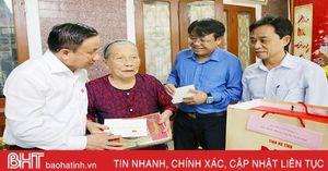 Lãnh đạo Hà Tĩnh thăm hỏi, tặng quà Mẹ Việt Nam anh hùng và Anh hùng LLVT Nhân dân