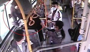 Người đàn ông ăn cắp tiền trên xe buýt ở Trung Quốc