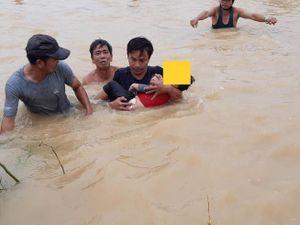 Bé trai 3 tuổi tử vong vì bị rơi xuống dòng nước lụt