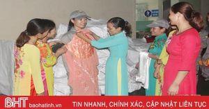 Ấm áp nghĩa tình áo dài tặng chị em công nhân lao động