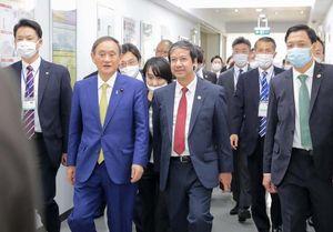 Thủ tướng Nhật Bản thăm và giao lưu với sinh viên trường ĐH Việt Nhật