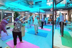 Niềm vui từ lớp tập yoga tại bệnh viện