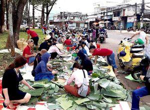 Gia Lai làm 2.000 bánh tét rút chân không gửi về miền Trung