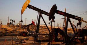 Giá xăng dầu hôm nay 21/10: Vọt tăng do hy vọng kích thích của Hoa Kỳ