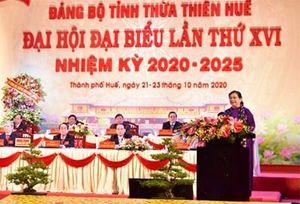 Đại biểu dự ĐH đại biểu Đảng bộ tỉnh Thừa Thiên Huế tưởng nhớ các liệt sĩ, quyên góp ủng hộ người dân bị thiệt hại do bão lũ