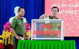 Công an Bình Phước ủng hộ tiền và gói bánh tét gửi đồng bào miền Trung