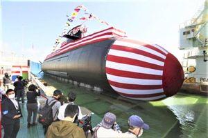 Cận cảnh tàu ngầm 'Cá Voi lớn' chạy bằng pin lithium của Nhật Bản