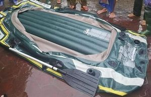Chọc thủng thuyền cứu hộ vì không được cho mượn